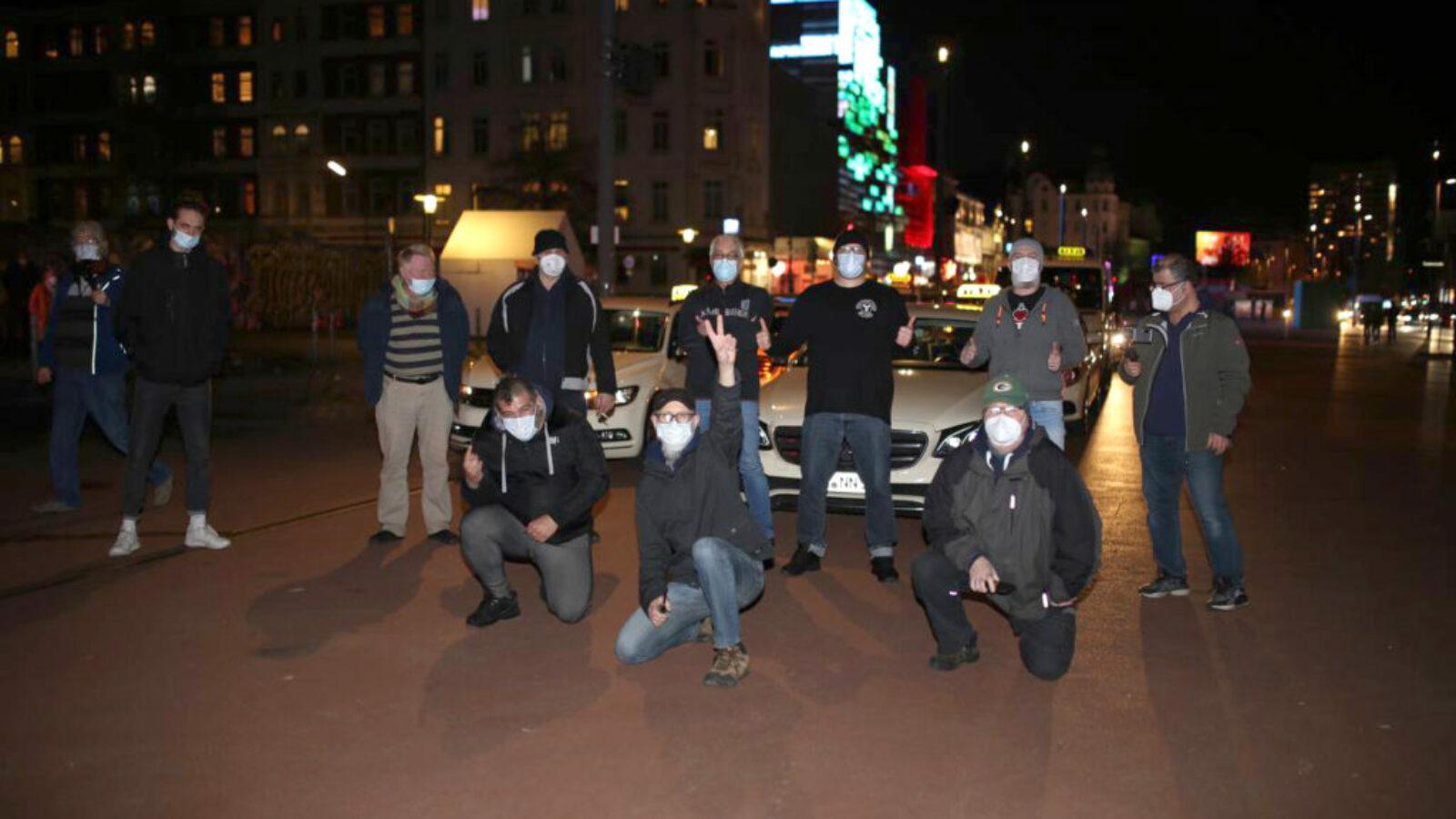 Rollende Solidarität: Taxi-Fahrer unterstützen Kiez-Kultur